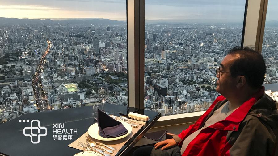 挚馨健康日本高级体检用户体检后在餐厅用餐