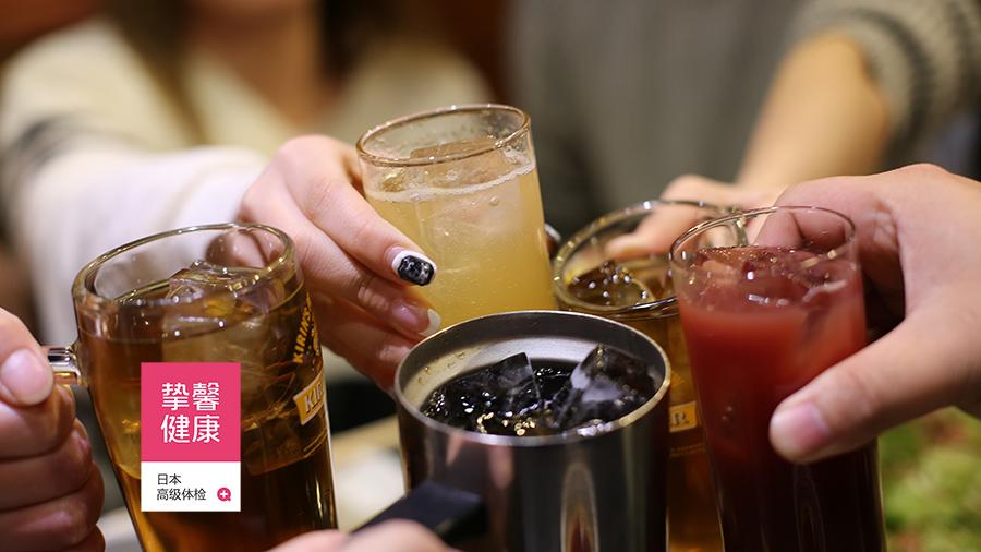 日本体检用户在日式居酒屋