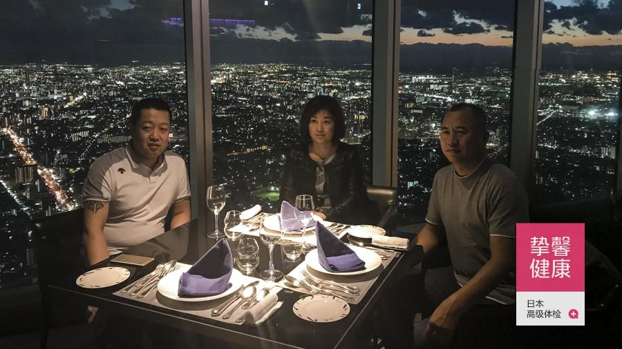 日本体检用户三位一起用晚餐