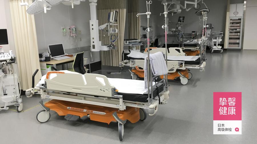 干净舒适的日本医院病床