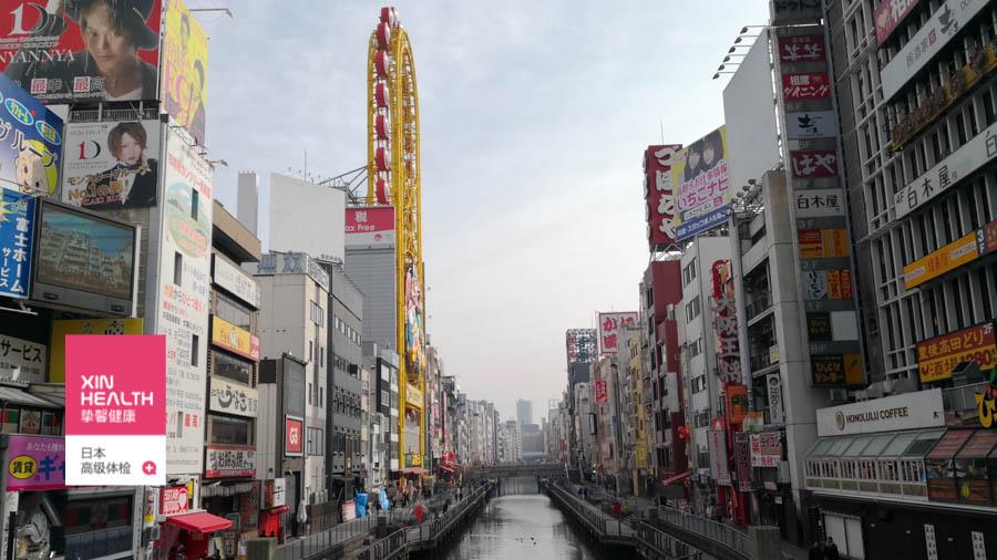 繁华的日本大阪市