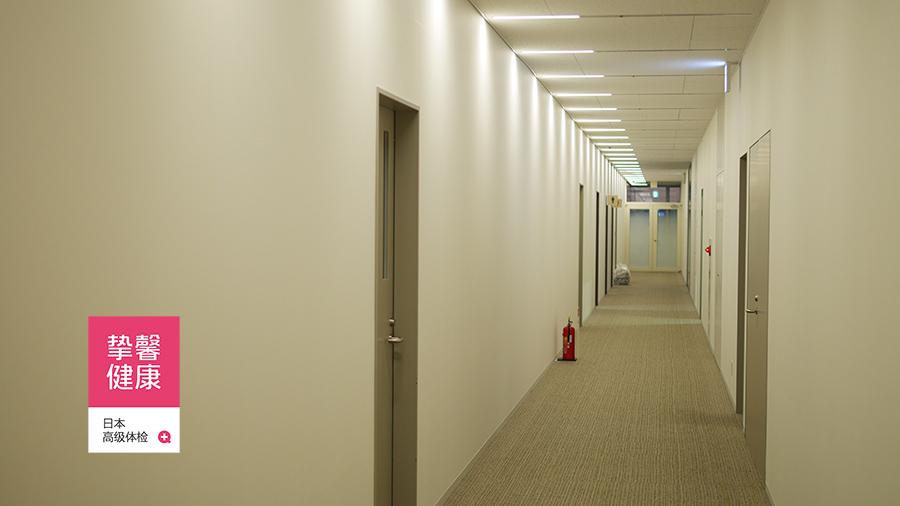 安静舒适的日本体检医院检查科室走廊