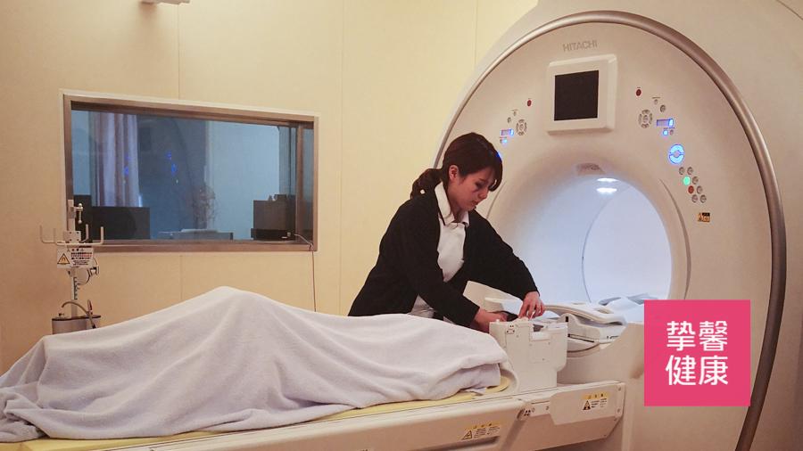 日本高级体检 用户正在核磁共振检查