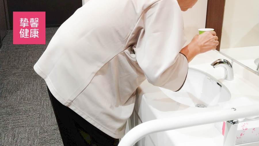 日本高级体检胃镜检查结束后漱口