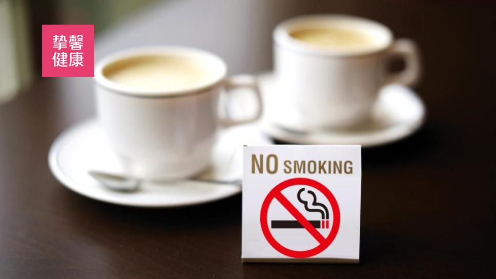 日本咖啡店的禁烟标识