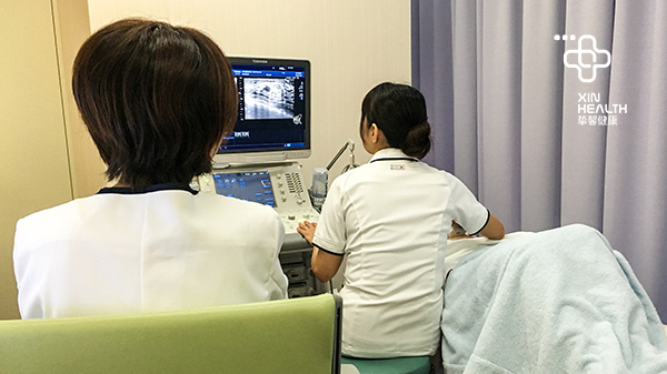 赴日体检用户正在进行B超检查