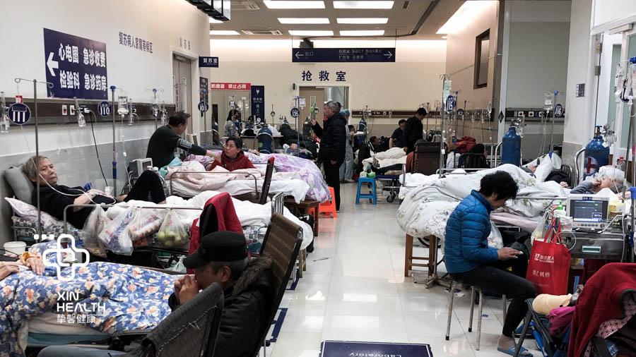 国内医院非常拥挤的就诊环境