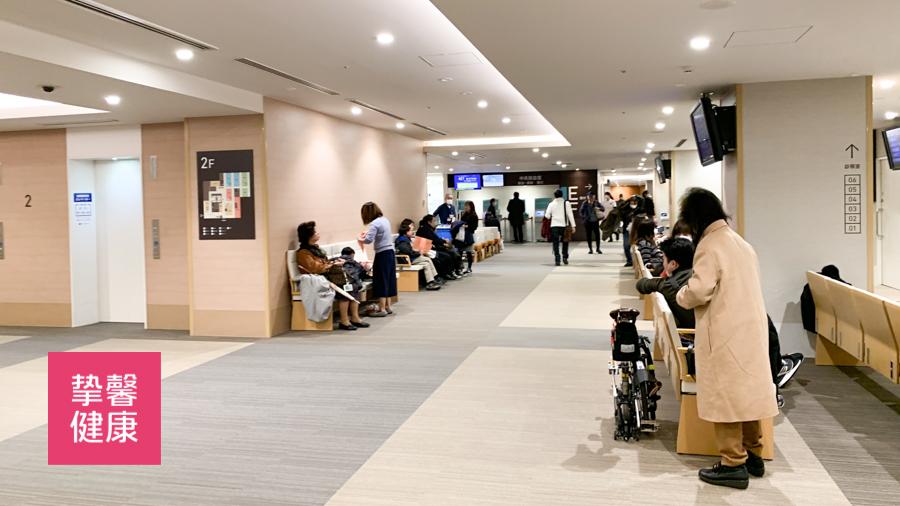 日本医院内病人排队就医