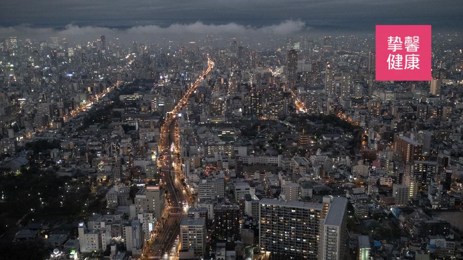 酒店餐厅所见大阪夜景