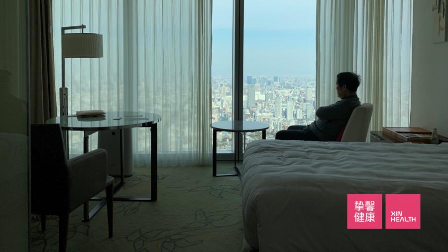 挚馨健康 XIN HEALTH 日本高级体检用户在房间休息