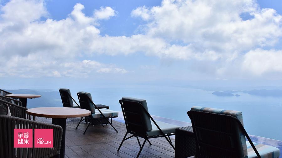 琵琶湖度假村山脊处露台