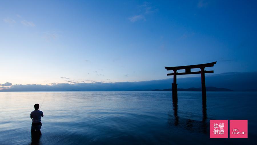 琵琶湖打卡圣地湖中鸟居