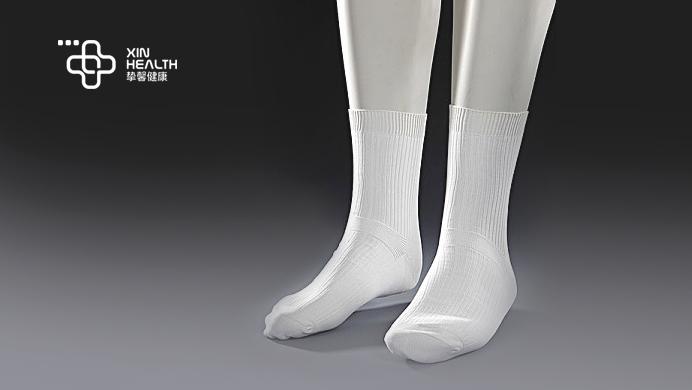 弹性袜可以压迫腿部,加快静脉血流速度