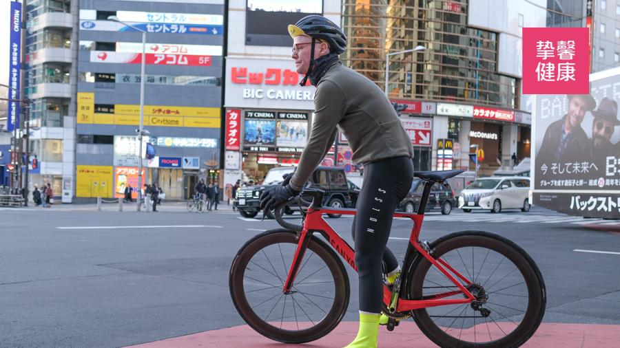 坚持骑自行车是很健康的运动方式