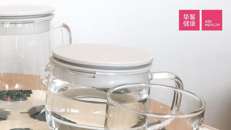 日本体检肠镜检查 清肠药和补充的水分