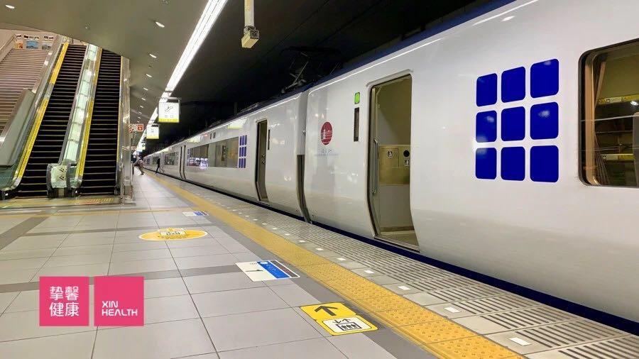 往返于京都与关西国际机场的遥望号列车