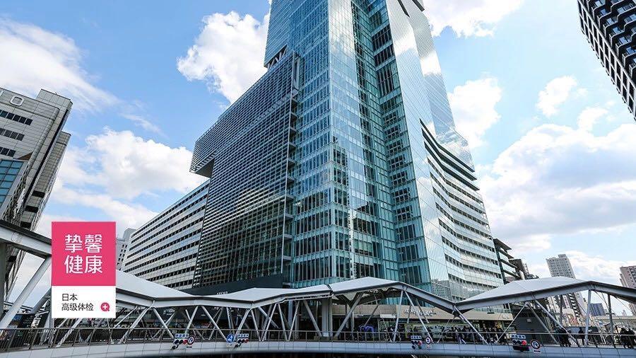 连接万豪都酒店与周边商业设施的环形天桥