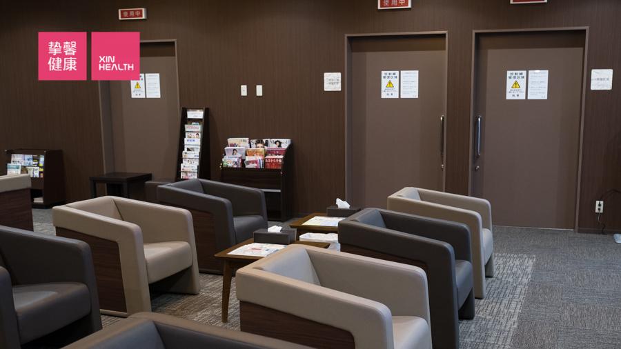 日本医院体检部 安静有序的等待区域
