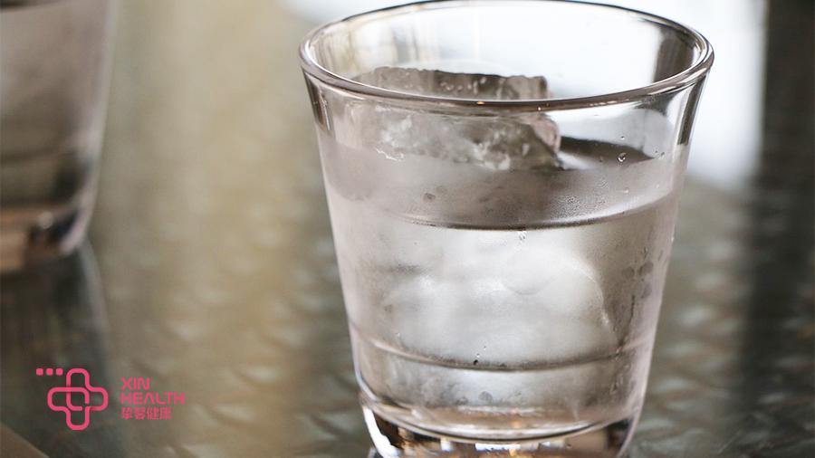 多喝白开水能促进尿酸的排泄