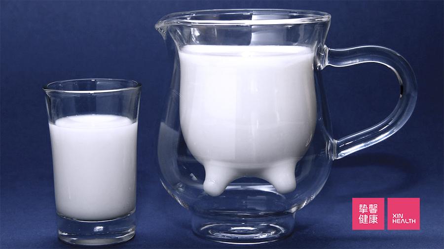 牛奶中含有丰富的钙质