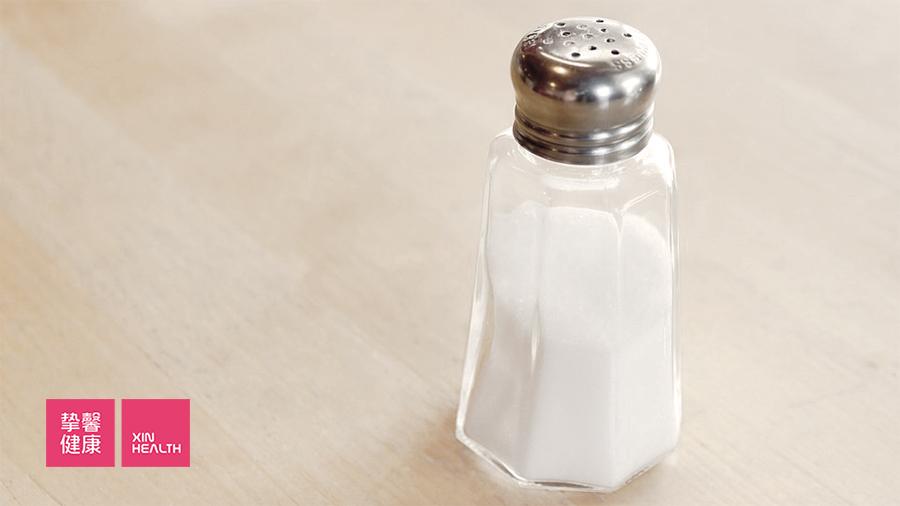 对于血清氯偏高的人,要控制盐分的摄入