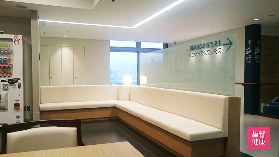 大阪医科大学附属医院 中央手术室外等候区