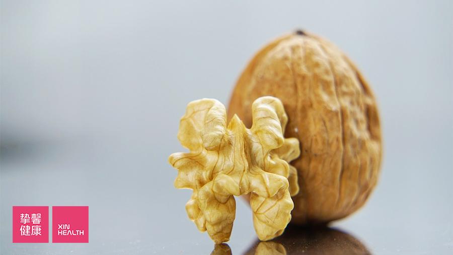 总胆红素偏高时可以多吃核桃、芝麻等护肝的食物