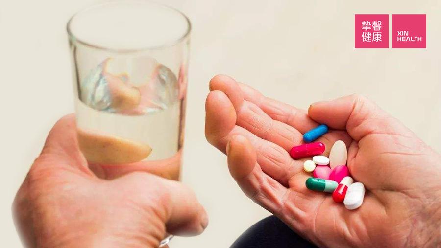 糖尿病患者每天要吃药来控制血糖