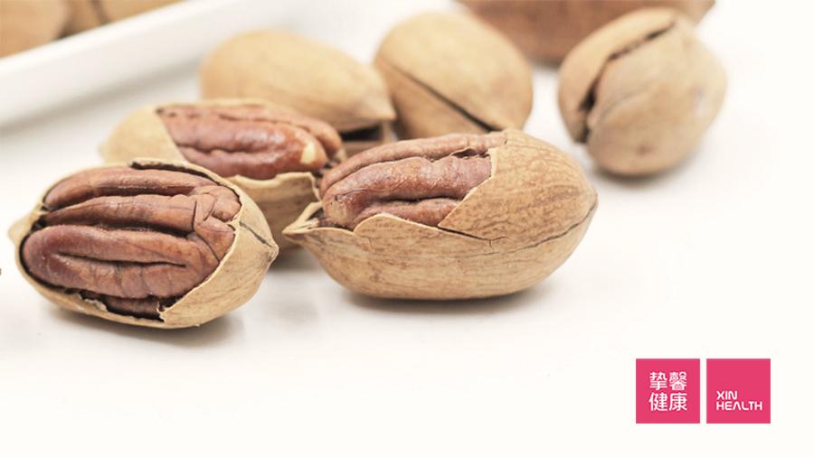 坚果中含有丰富的磷,高血磷患者应减少食用