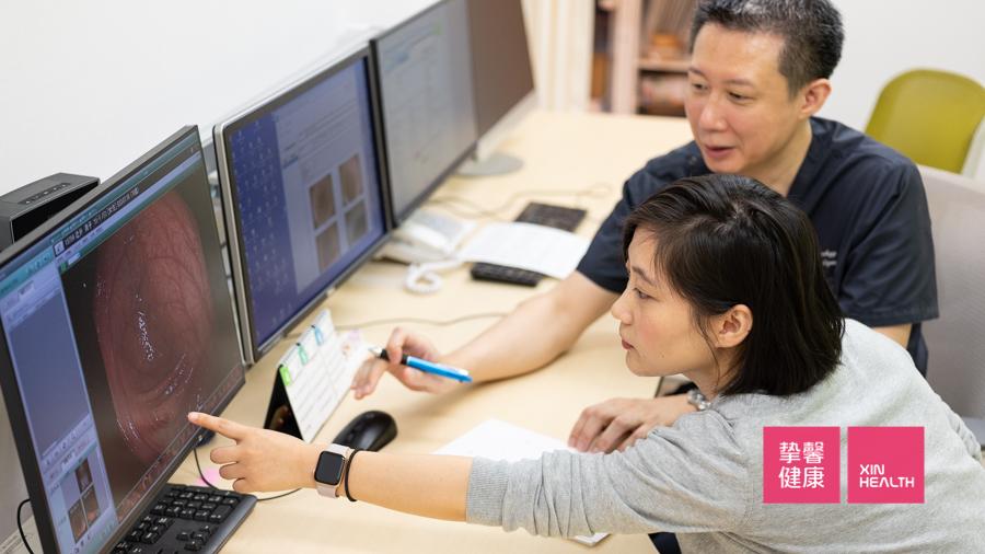 肠镜检查结束后,日本的医生向患者讲解检查过程