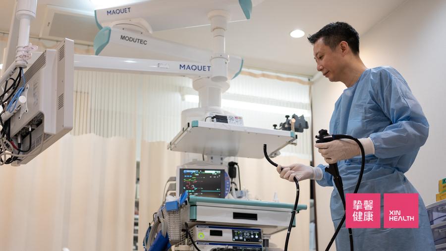 肠镜检查前专业的肠镜检查医生做准备工作