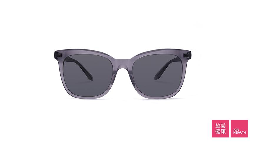 带太阳镜也是保护眼睛的方式之一