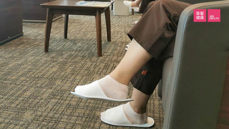 长时间跷二郎腿容易造成静脉血栓