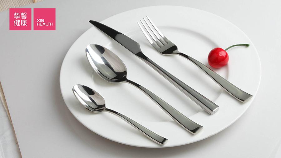 人们通常喜欢在餐桌上大吃大喝,无所顾虑