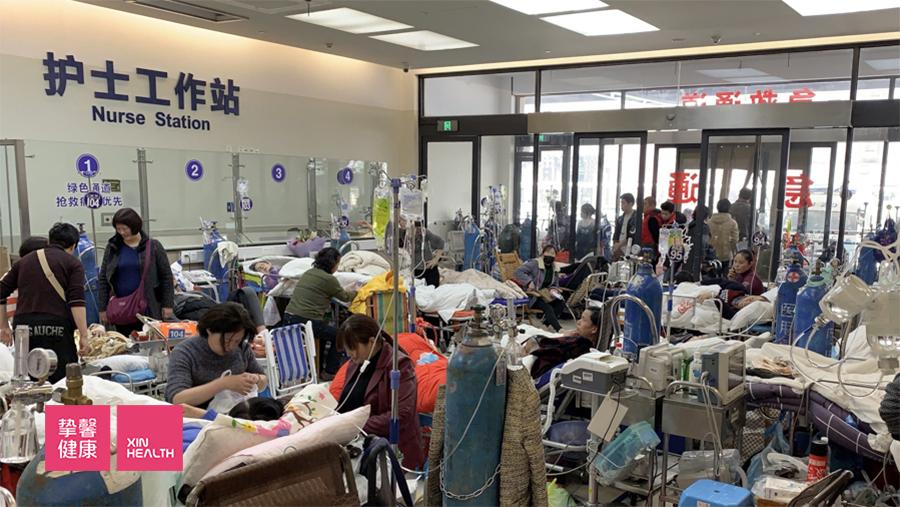 上海条件最好的三甲医院的急诊科摆满了病床
