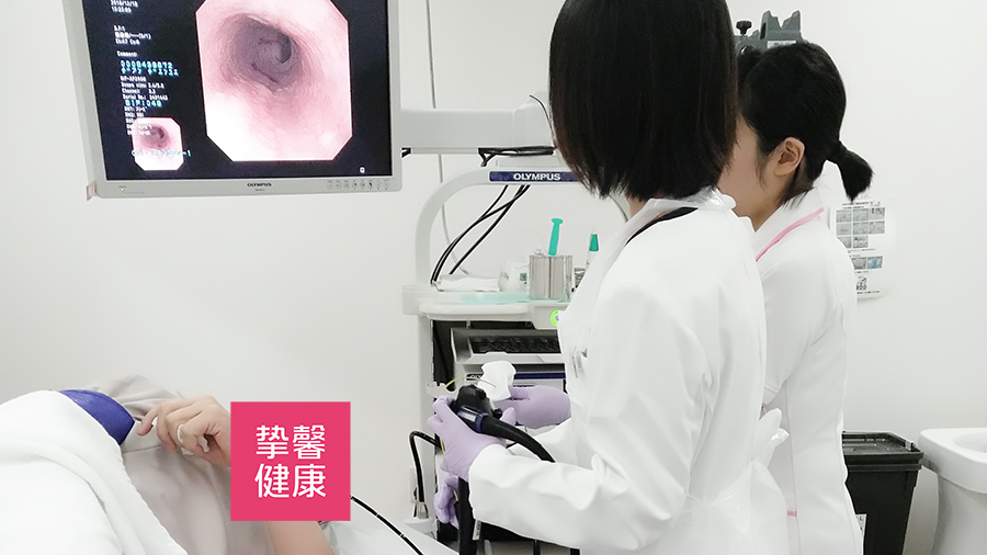 胃镜检查,医生会向患者讲解检查过程