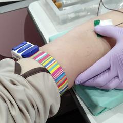 体检时空腹抽血化验,需不需要停药?